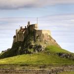 Замок Линдисфарн (построен с использованием камня разрушенного монастыря Св. Кутберта). Автор matthew Hunt