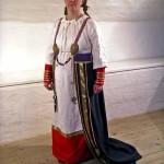 Женщина в национальном наряде
