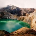 Разноцветные озера Келимуту. Видимость лучше всего ранним утром (фото из Интернета)