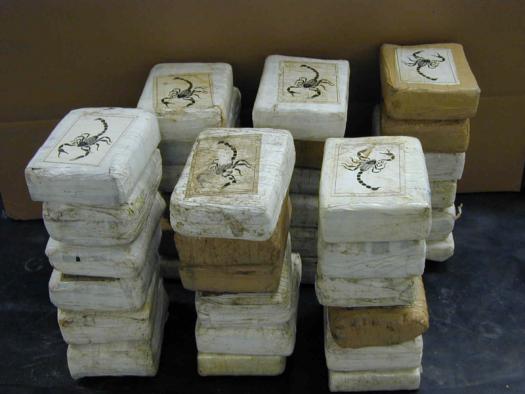 Конфискованный кокаин ( Drug Enforcement Agency)