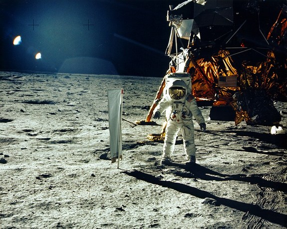 Базз Олдрин на поверхности Луны во время миссии Аполлон-11