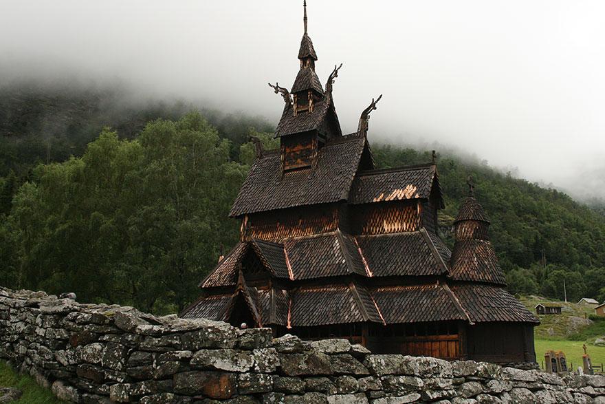 Деревянная церковь Боргунда