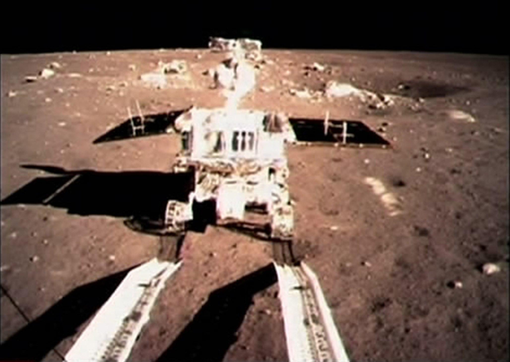 """Китайский луноход Юйту (""""Нефритовый кролик""""). Первые шаги на Луне."""