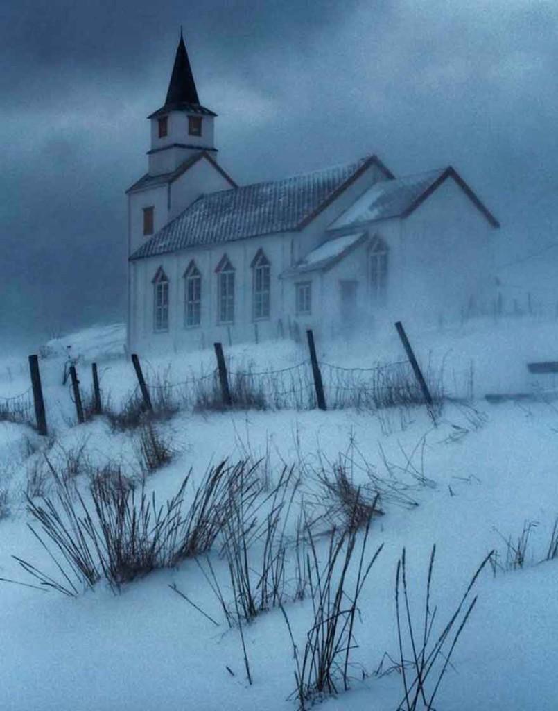 Норвежская церковь зимой, Трёмс, Норвегия