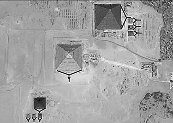 Пирамиды выглядят как огромные клинья. (Изображение автора)