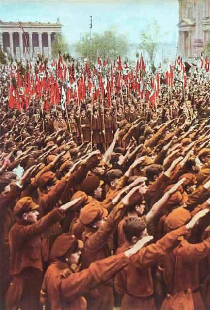 Гитлеровская молодежь на митинге в Люстгартене в Берлине, 1933. (Фото Bundesarchiv, Bild CC BY-SA 3.0 de)